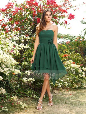 A-Line/Princess Sweetheart Chiffon Knee-Length Hand-Made Flower Sleeveless Bridesmaid Dress