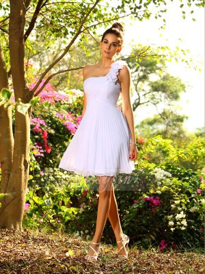 A-Line/Princess One-Shoulder Chiffon Knee-Length Hand-Made Flower Sleeveless Bridesmaid Dress