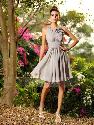 A-Line/Princess Scoop Chiffon Knee-Length Hand-Made Flower Sleeveless Bridesmaid Dress