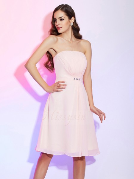 Sheath/Column Strapless Sleeveless Chiffon Knee-Length Ruched Bridesmaid Dress