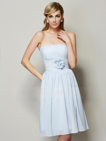 A-Line/Princess Strapless Sleeveless Chiffon Knee-Length Hand-Made Flower Dress