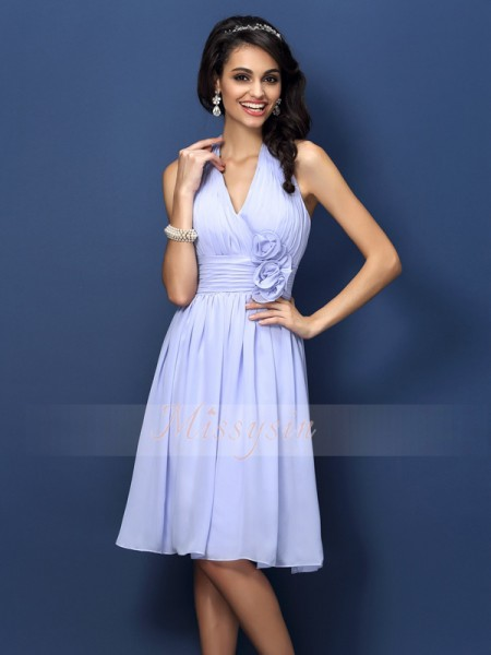 A-Line/Princess Halter Chiffon Knee-Length Hand-Made Flower Sleeveless Bridesmaid Dress