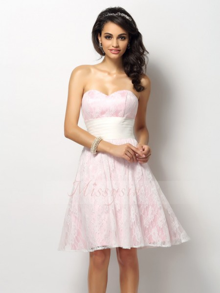 A-Line/Princess Sweetheart Satin Short/Mini Lace Sleeveless Bridesmaid Dress