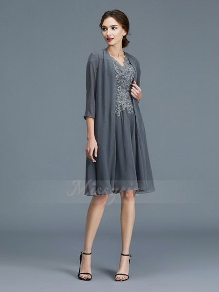 A-Line/Princess Knee-Length V-neck Chiffon Sleeveless Mother of the Bride Dresses