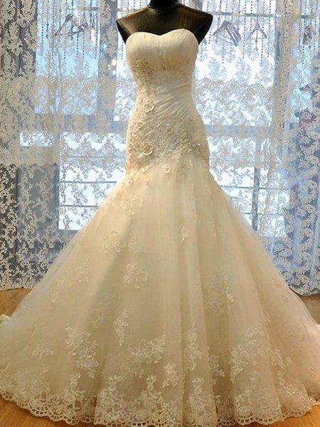 Trumpet/Mermaid Sweetheart Court Train Sleeveless Applique Tulle Wedding Dresses