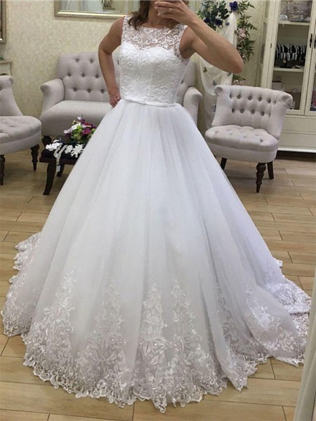 Ball Gown Scoop Court Train Sleeveless Applique Tulle Wedding Dresses