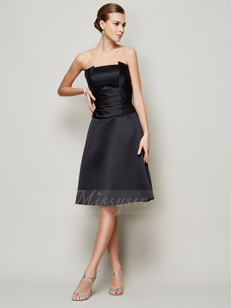 A-Line/Princess Strapless Sleeveless Satin Knee-Length Pleats Bridesmaid Dress