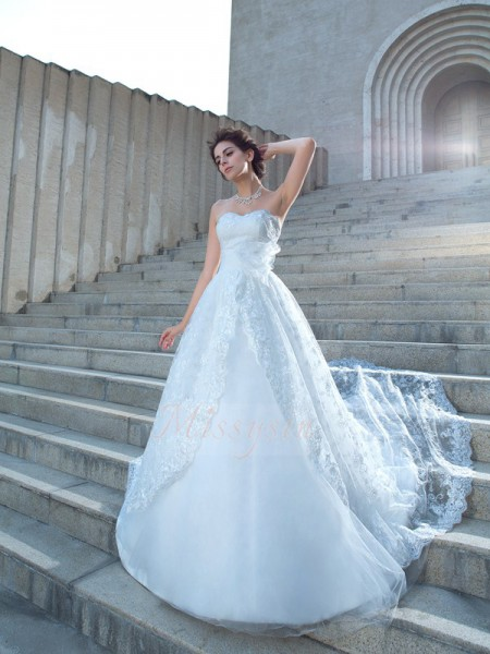 Ball Gown Lace Sweetheart Sleeveless Chapel Train Wedding Dresses