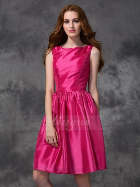 A-line/Princess Taffeta Bateau Sleeveless Ruched Knee-length Bridesmaid Dresses