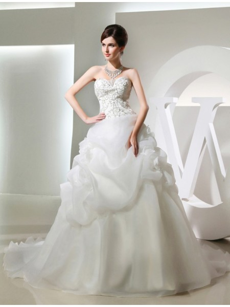 Ball Gown Sleeveless Strapless,Sweetheart Organza Hand-Made Flower,Beading Chapel Train Wedding Dresses