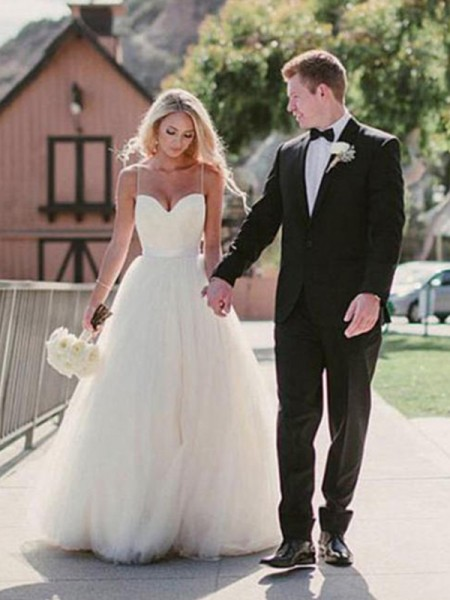 Ball Gown Sweetheart Sweep/Brush Train Sleeveless Sash Tulle Wedding Dresses