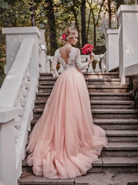 Ball Gown V-neck Court Train Long Sleeves Applique Tulle Wedding Dresses
